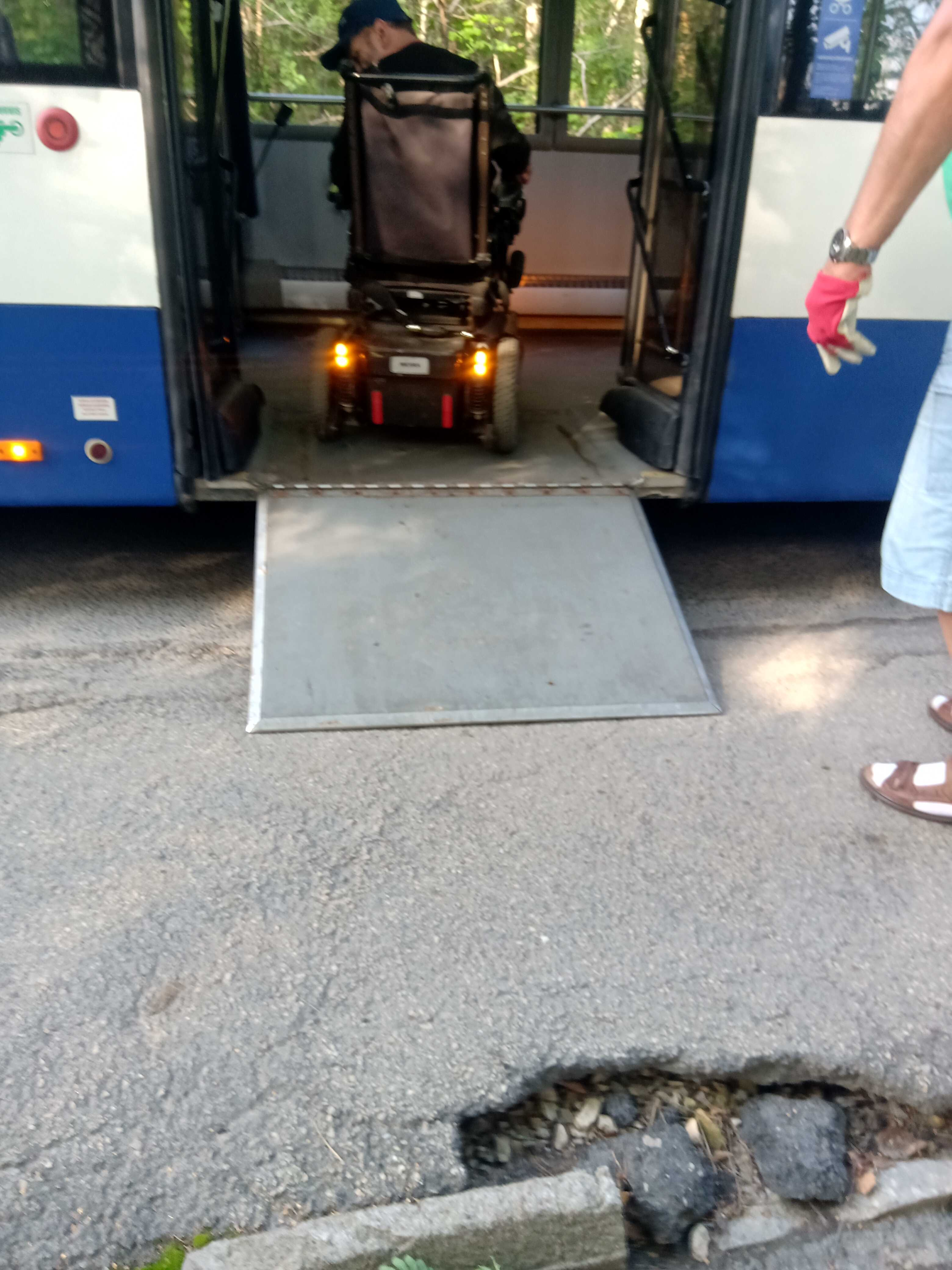 autobusa pietura
