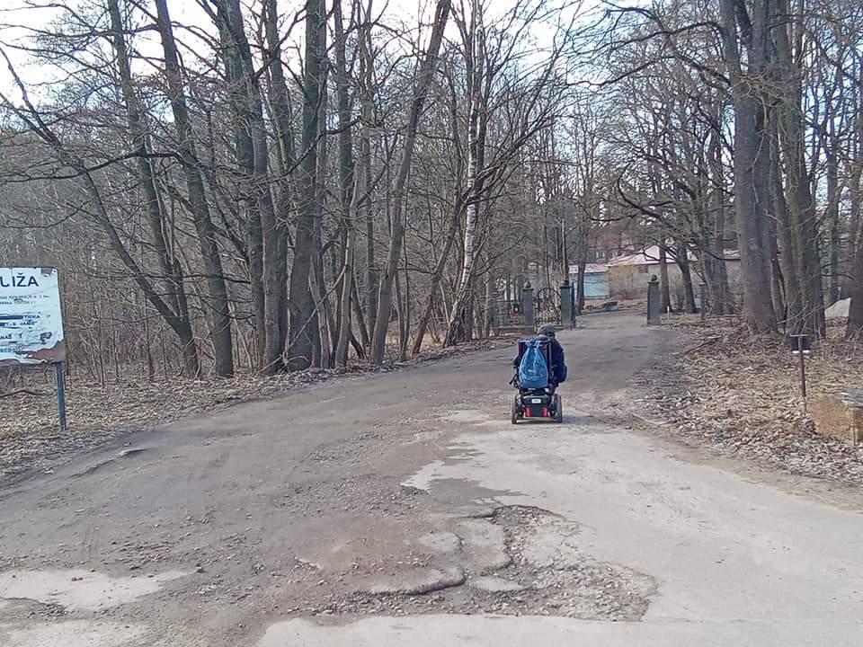 Ceļš uz muižu
