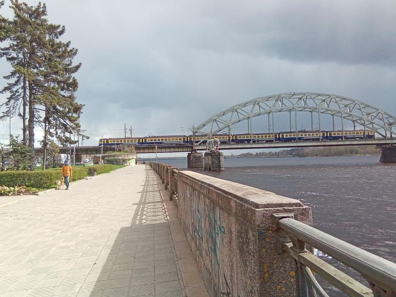 Pie Dzelzceļa tilta
